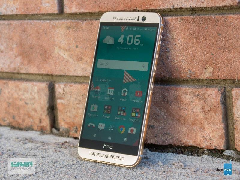برای گوشی ام9 هم مثل بقیهی محصولات HTC از Super LCD استفاده شده که کلکسیونی متنوع از آن را فقط در محصولات HTC میتوان یافت. در ام9 هم مثل ام8 از نمایشگری که مشخصات آن عینا از نمایشگر قبلیاش تقلید شده، استفاده شده است.